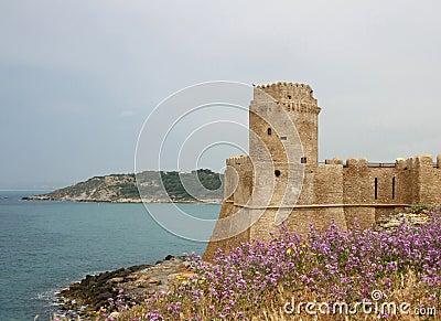 Côte ionienne de la Calabre, Le Castella