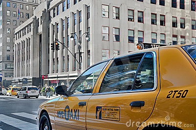 Cab by empire state building Editorial Stock Photo