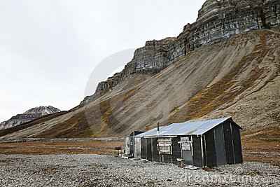 Cabin and cliffs in Skansbukta, Svalbard