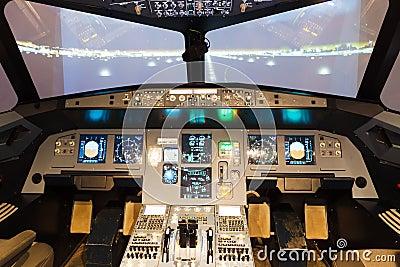 Cabina di pilotaggio del simulatore di volo fotografia for Cabina del biscotto di marthastewart com