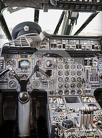 Cabina di pilotaggio di aerei immagine stock immagine for Cabina del mulino del dennis