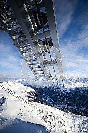Cabina telefonica in alpi