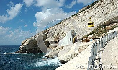 Cabo famoso do nikra de Rosh ha do marco com cavernas e o grot bonitos