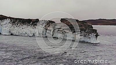 Cabo helado en un lago congelado metrajes