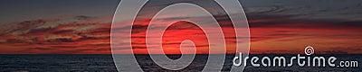 Cacerola del mar de la salida del sol de par en par