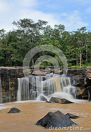 Cachoeira após a chuva pesada
