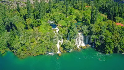 Cachoeira da batida de Roski, tiro aéreo vídeos de arquivo