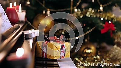 Cadeau de Noël sur le piano
