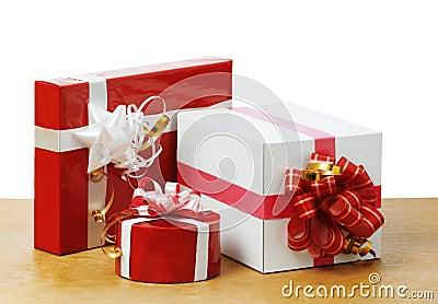 Cadeaux gentils dans la table