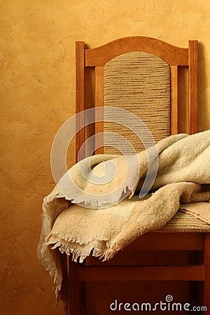 Cadeira com um cobertor