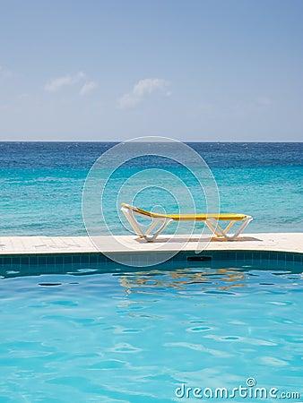 Cadeira e água