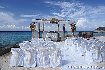 Cadeiras do casamento na praia