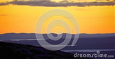 Cadillac ηλιοβασίλεμα βουνών