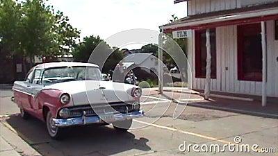 Cadillac clássico cor-de-rosa video estoque