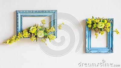 cadre de fleurs artificielles sur le mur photo stock image 44300615. Black Bedroom Furniture Sets. Home Design Ideas