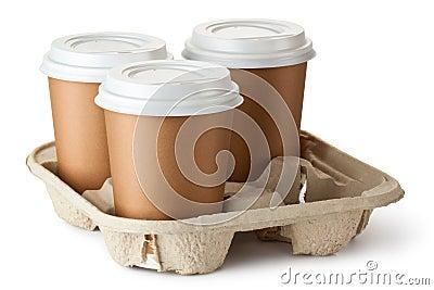 Café para llevar tres en sostenedor