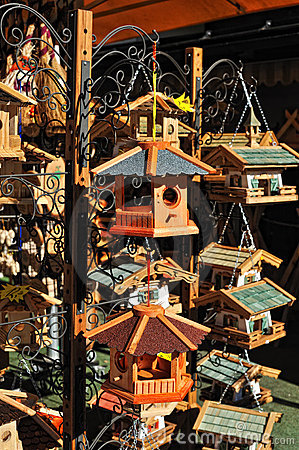 Cage for feeding the birds