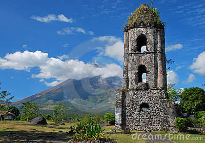Cagsawa church and Mayon volcano