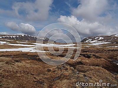 Cainrgorms platå, söder av Braeriach, Skottland i vår