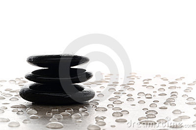 Cairn di pietra lucidato nero simbolico di meditazione di zen