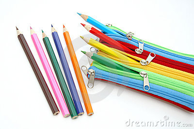 Caixa colorida com lápis