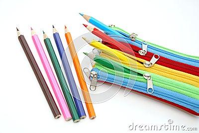 Caja colorida con los lápices