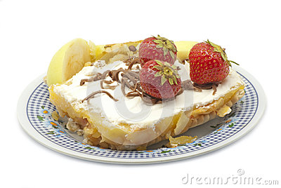 Cake with apples and strawberries