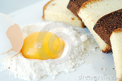 Cake & egg yolk