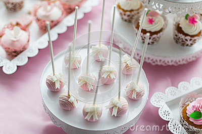 Cake pops and cupcakes