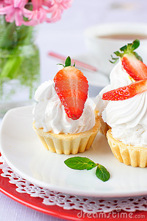 Cake with white protein cream and strawberry