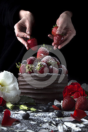 Free Cake With Chocolate Decorating With Strawberry And Flowers Royalty Free Stock Photography - 72669407