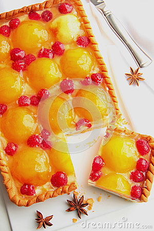 Free Cake With Peaches, Raspberries And Cream Cheese. Royalty Free Stock Photos - 27562478