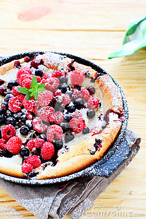 Free Cake With Summer Berries Stock Photography - 37448532