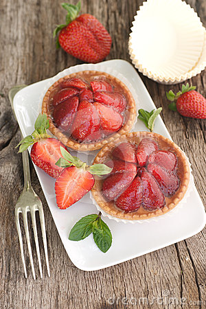 Cakes with strawberries