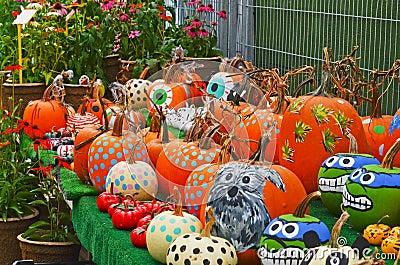 Calabazas pintadas en el mercado de los granjeros foto de archivo imagen 46016803 - Calabazas de halloween pintadas ...