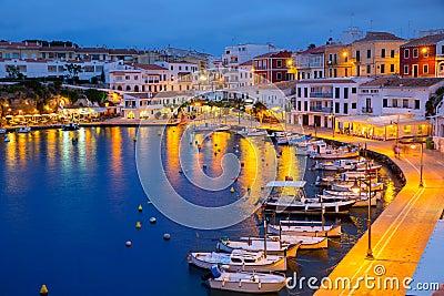 Calasfonts Cales Fonts Port solnedgång i Mahon på Balearics