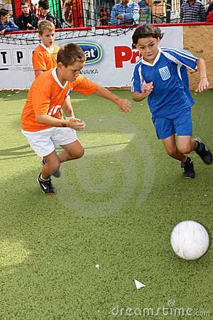 Leghe di calcio dei bambini per i bambini al di sotto di 13 anni.