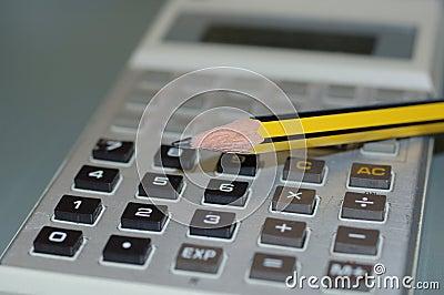 Calcolatore e una matita