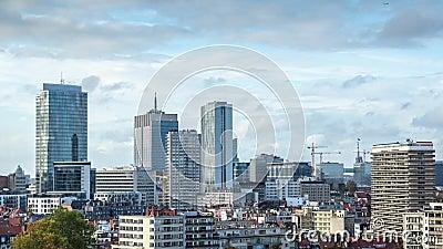 Calendário de um centro econômico e empresarial, com edifícios ou torres modernos video estoque