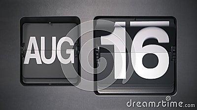 Calendario que muestra agosto metrajes