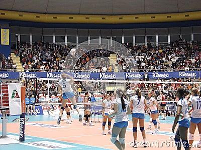 Calentamiento del voleibol Foto de archivo editorial