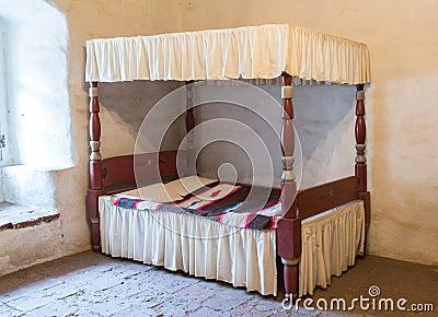 Cama antigua de la cama imperial fotos de archivo libres for Cama imperial