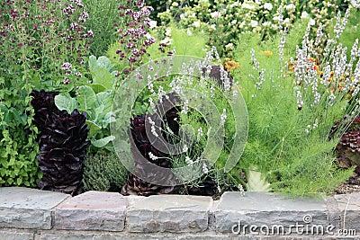 Cama levantada com vegetal