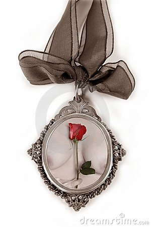 Free Cameo Silver Locket With Valentines Red Rose Royalty Free Stock Photography - 12742777