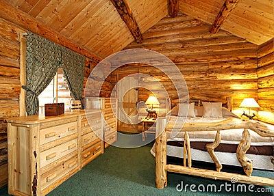 Camera da letto accogliente nella casa della cabina di for Disegni della casa della cabina di ceppo