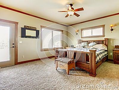 Progettazione della camera da letto con le pareti beige ...