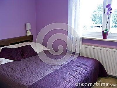 Download camera da letto viola immagine stock libera da diritti