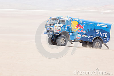 Camión Dakar 2013 de Red Bull Foto editorial