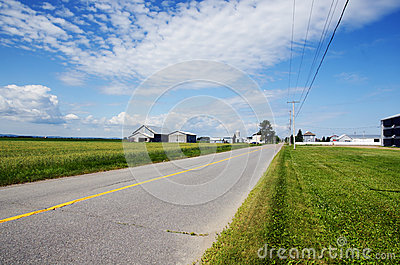 Camino y granjas rurales