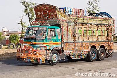 Vox Populi - Page 40 Camion-au-pakistan-14294926